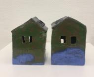 twee huisjes aan het water